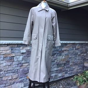 Fully lined raincoat with zip out liner NWOT